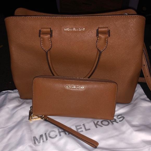 Michael Kors Handbags - Michael kors purse with wallet